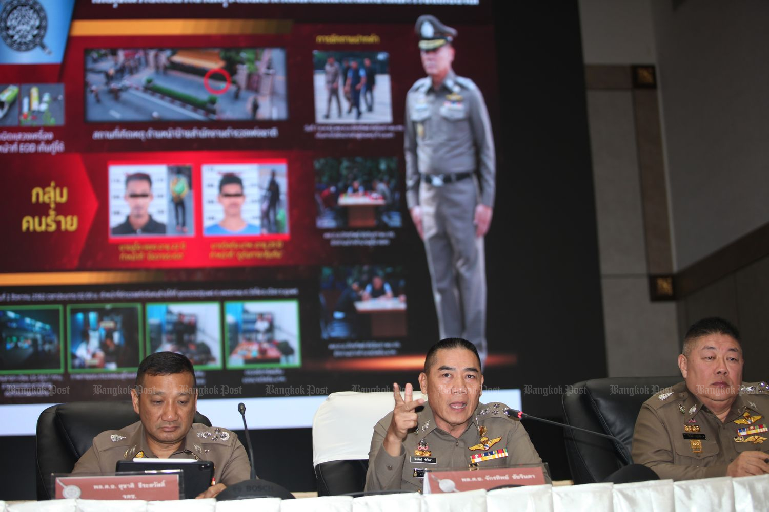 Police chief Gen Chakthip Chaijinda gestures during a briefing on the bombings in Bangkok on Thursday. (Photo by Apichart Jinakul)