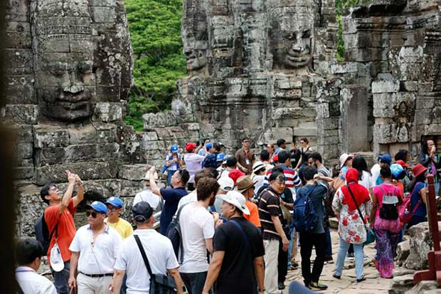 Tourists visit the Angkor Archaeological Park in Siem Reap. (Khmer Times photo)