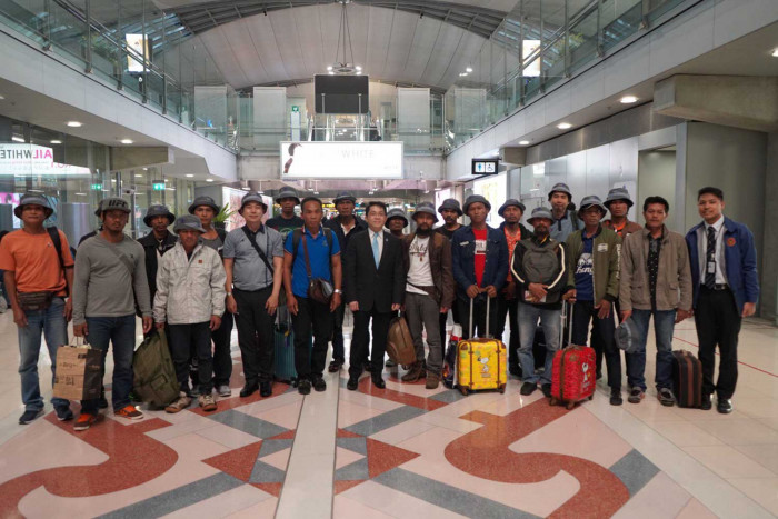 Thai trawler crew arrive in Bangkok from Somalia