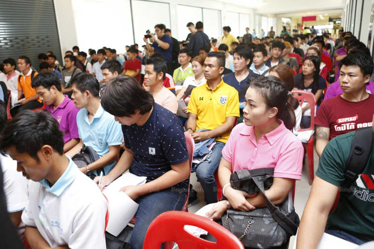 Thai workers seeking jobs in South Korea report to police for background checks after having passed the language skill tests. (File photo by Pattarapog Chatpattarasill)