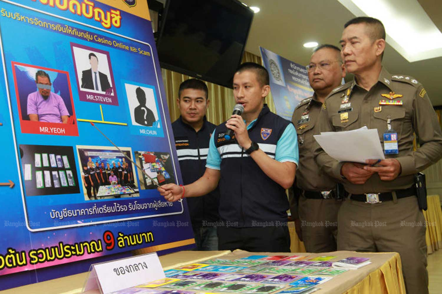 Immigration police commissioner Sompong Chingduang, right, is seen in a press conference at the Immigration Bureau in Bangkok on Tuesday. (Photo by Pawat Laopaisarntaksin)