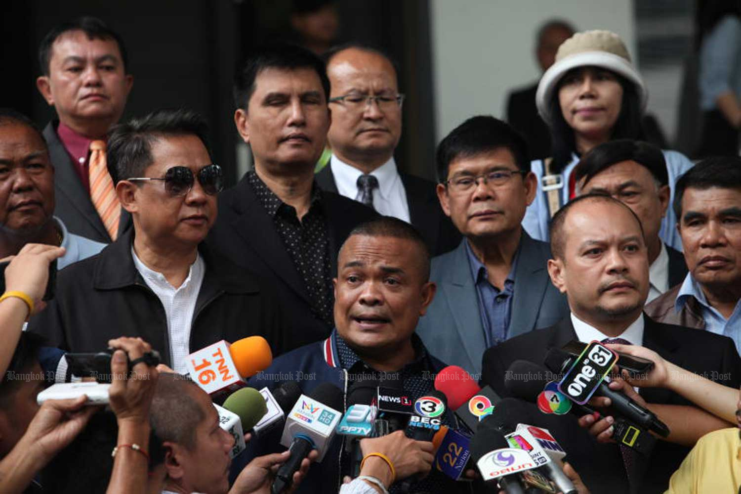 Jatuporn Prompan, chairman of the United Front for Democracy against Dictatorship, speaks to reporters after the Criminal Court's ruling at the Criminal Court in Bangkok on Wednesday. (Photo by Apichart Jinakul)