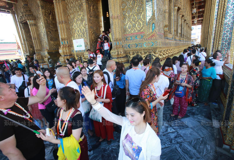 Chinese tourists could enjoy a visa-free programme to boost tourism if the scheme is approved by the government. (Bangkok Post photo)
