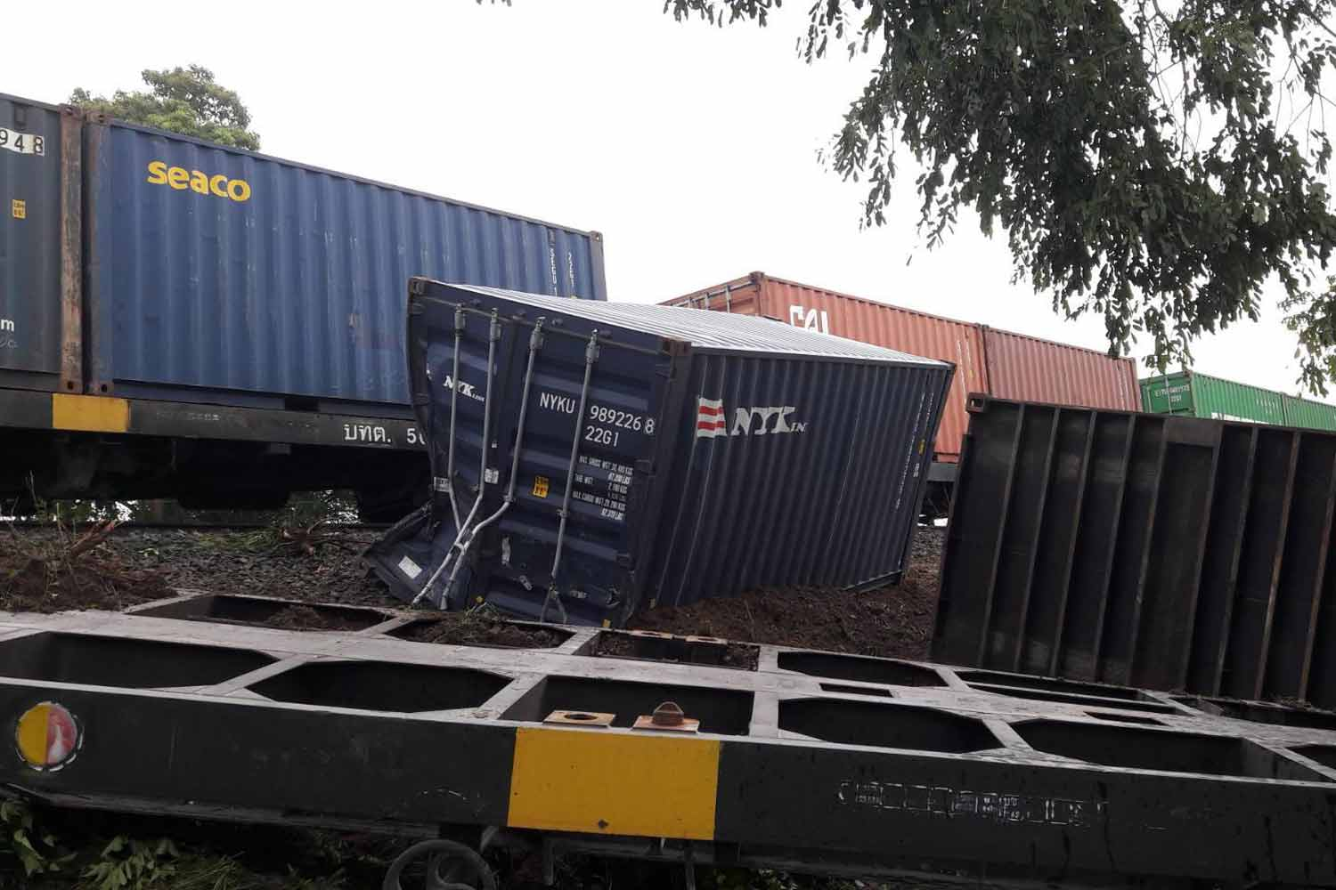 The scene of the freight train derailment in Lop Buri province on Thursday morning. (Photo: State Railway of Thailand)