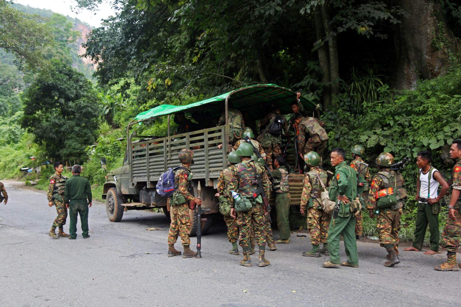 Myanmar insurgents attack army college, police post