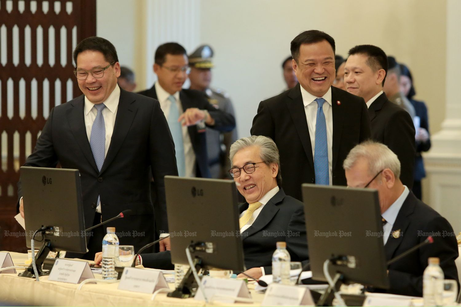 Economic cabinet ministers hold their first meeting at Government House on Friday. (Photo by Chanat Katanyu)