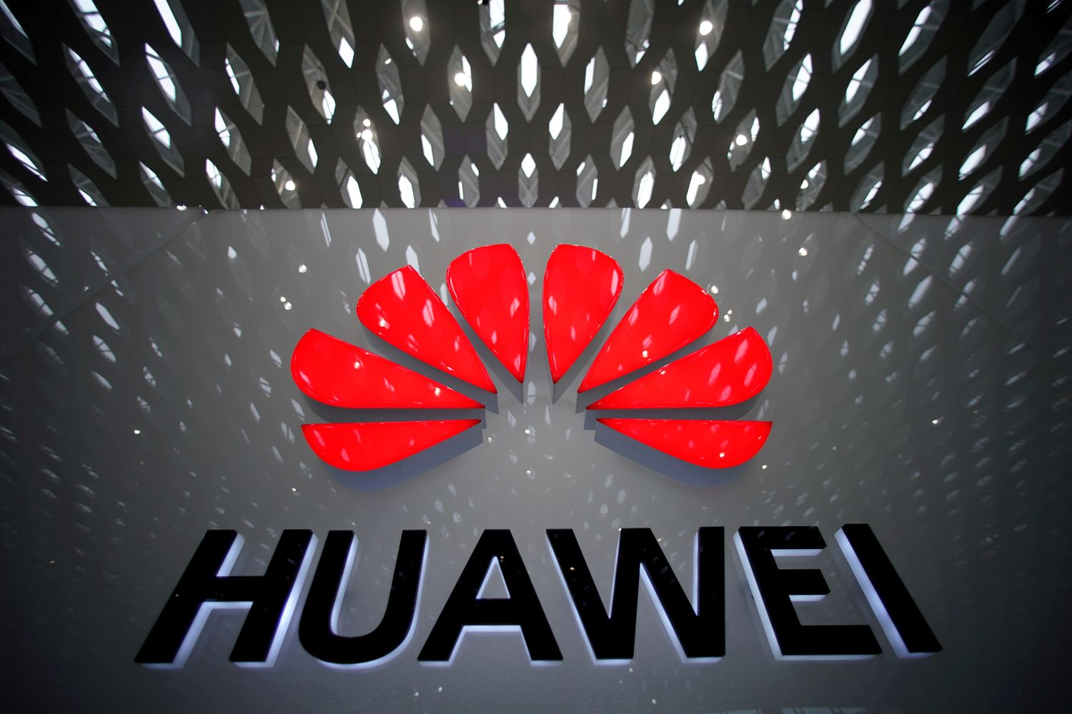 Trump says he does not want to do business with Huawei