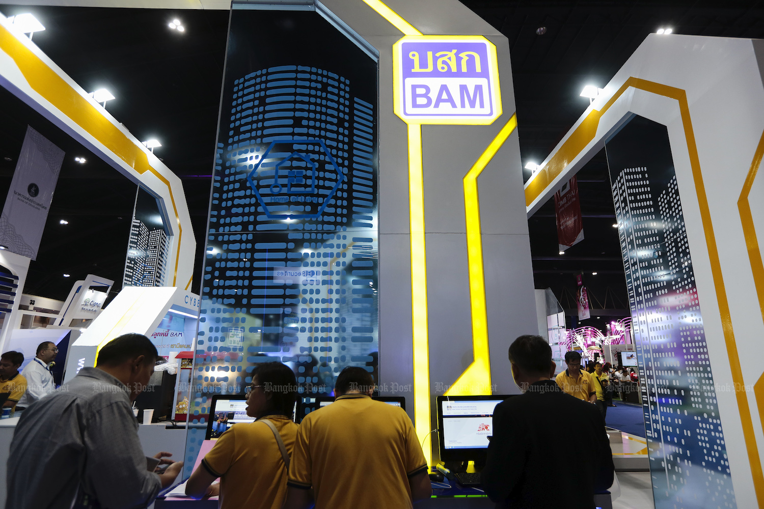 People visit the Bangkok Commercial Asset Management (BAM) booth at Money Expo 2019 in Bangkok in May. (Post file photo)