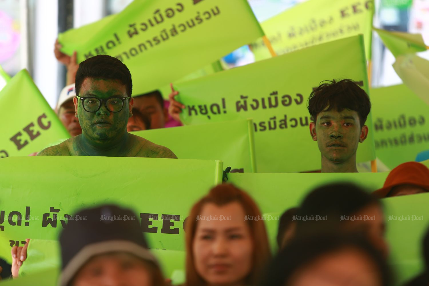 Members of the Friends of the East Network arrive in Bangkok on July 23 to complain to the prime minister about land use planning for the Eastern Economic Corridor. (Photo by Somchai Poomlard)