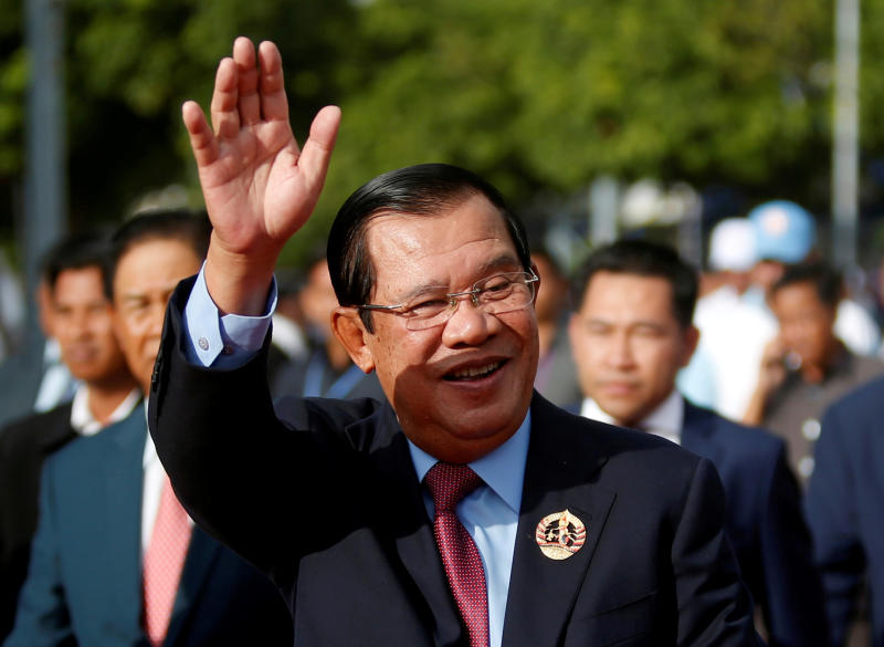 Cambodian Prime Minister Hun Sen signs a directive banning online gambling in Cambodia. (Reuters photo)