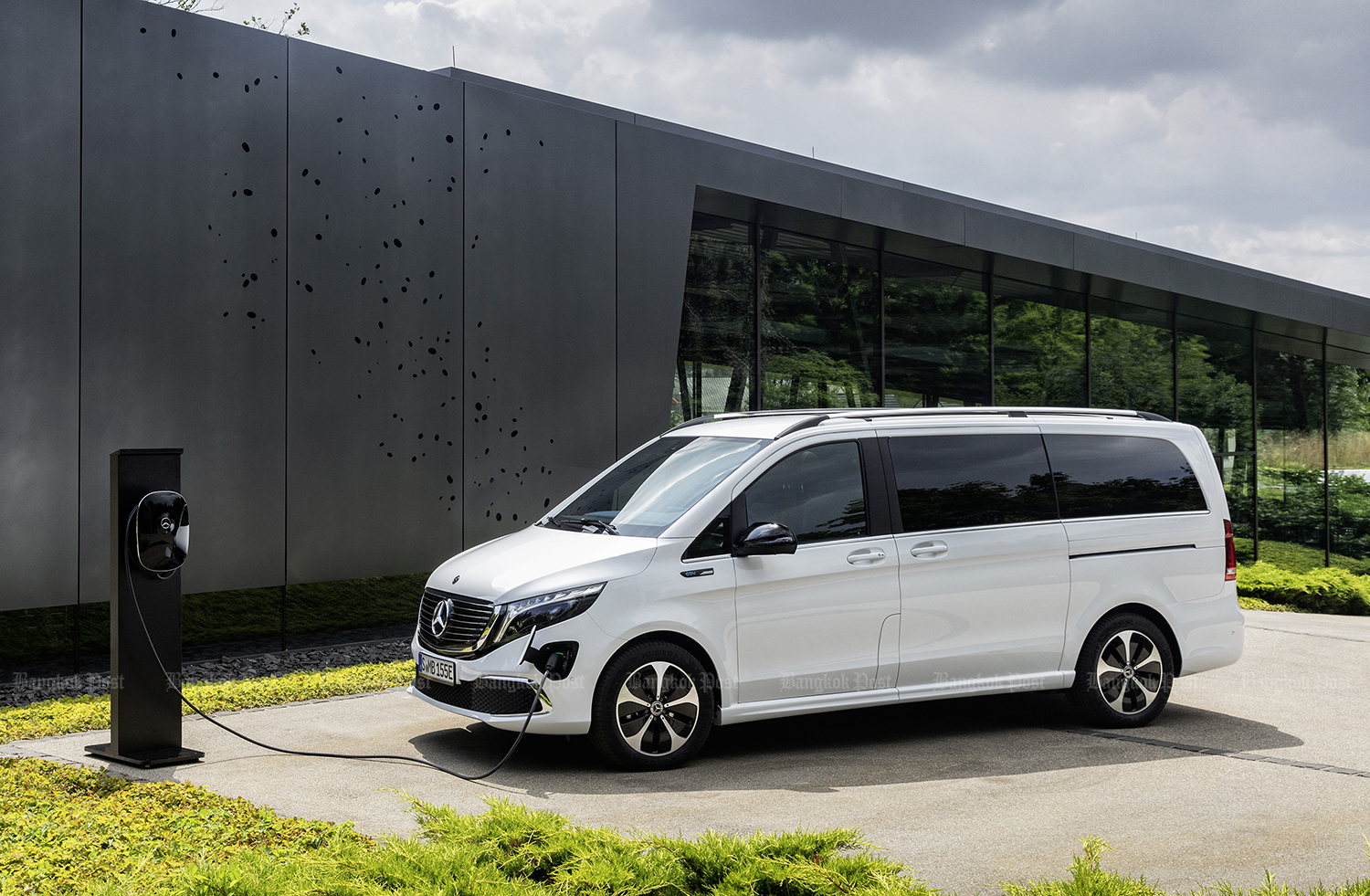 Mercedes-Benz reveals all-electric MPV