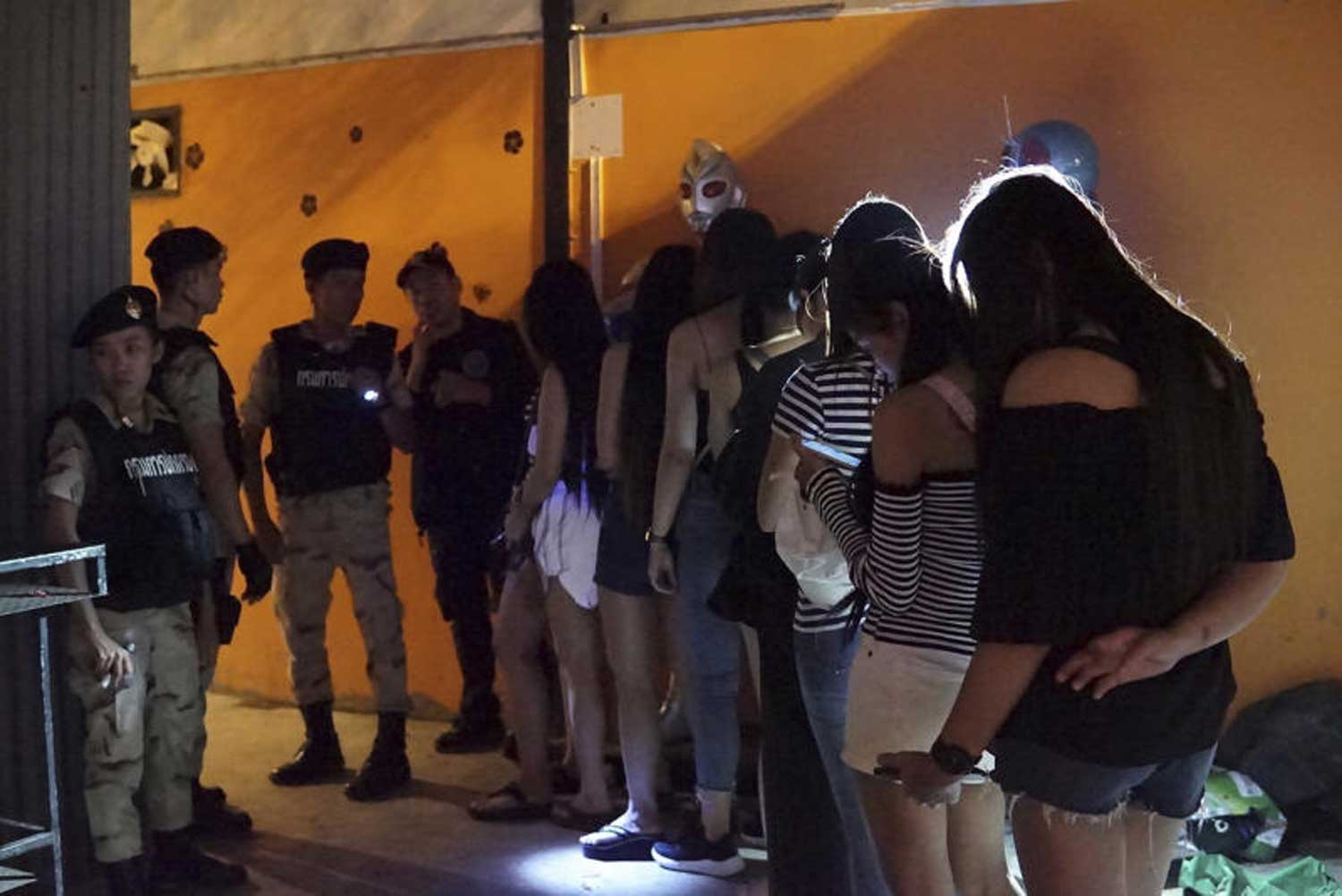 Patrons queue for urine tests after the Provincial Administration Department raided a pub in Saraburi's Nong Khae district. The pub was ordered to close for five years for operating without a licence and selling alcohol beyond the permitted hours. (File photo by the Provincial Administration Department)