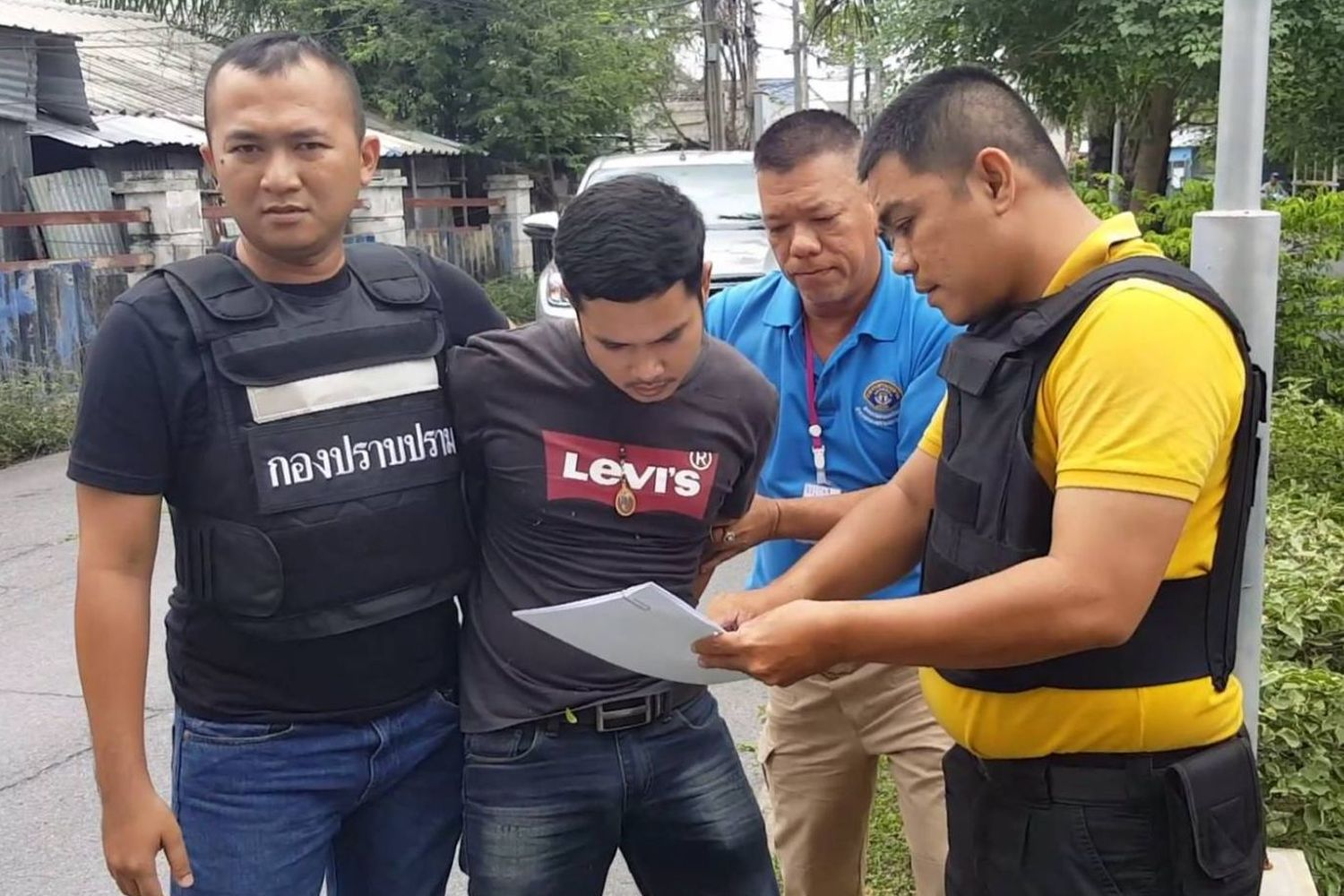 A suspect, whose name was not revealed, is detained by marine officers in Bacho district of Narathiwat on Saturday morning. (Photo supplied by Wassana Nanuam)