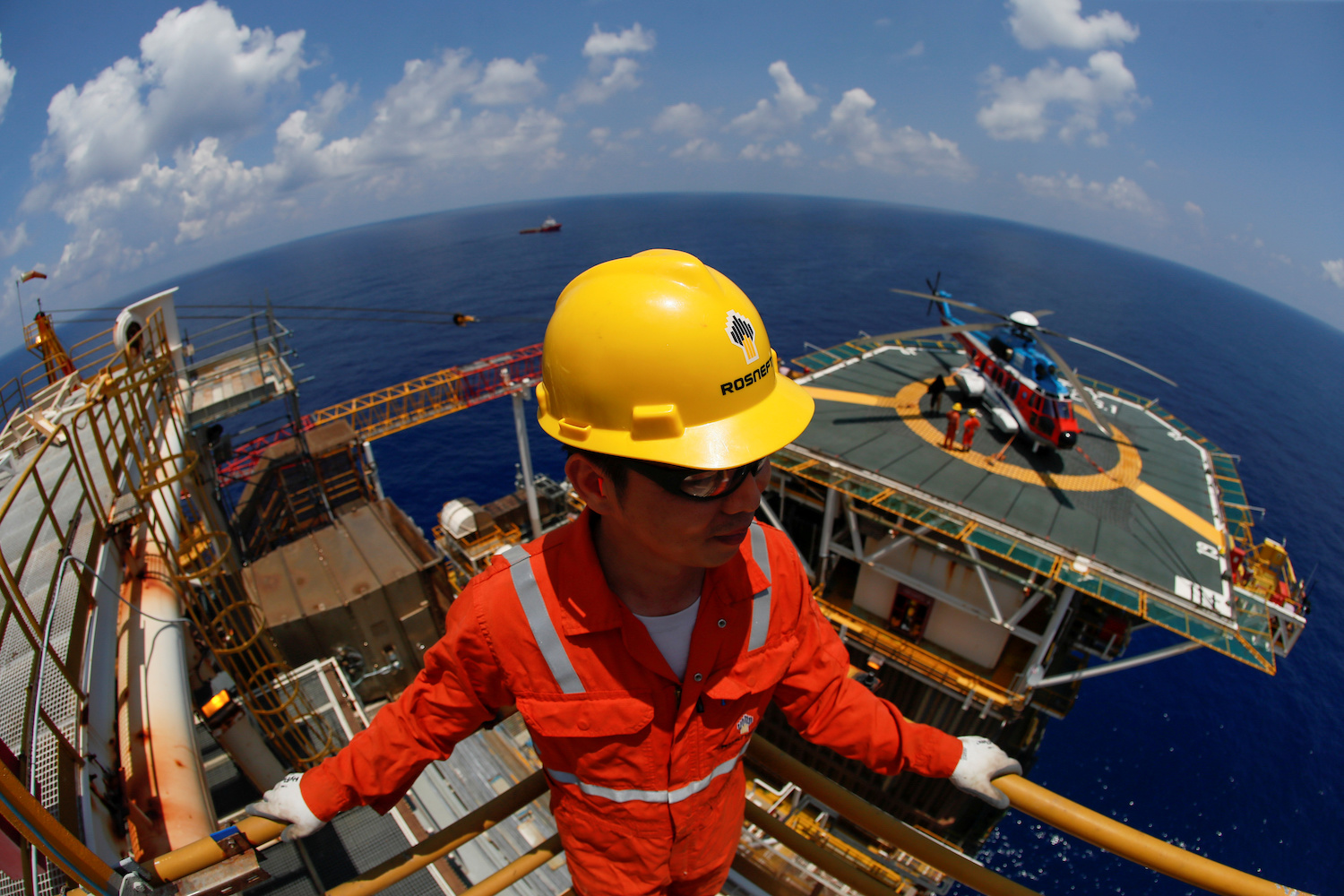 An employee of the exploration firm Rosneft Vietnam looks out from the Lan Tay gas platform in the South China Sea off the coast of Vung Tau. (Reuters Photo)