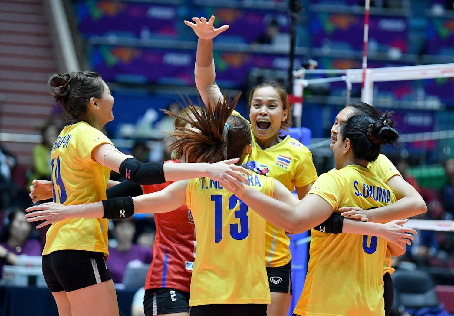 Thai team members celebrate after their 3-1 victory over China at the Jamsil Indoor Stadium in Seoul on Saturday. (AVF Photo)