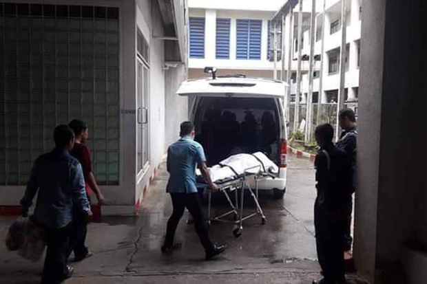 The body of Abdulloh Esomusor is moved from Songklanagarind Hospital in Hat Yai district in Songkhla province to his home in Sai Buri district of Pattani on Sunday. (Photo by Adbulloh Benjakat)