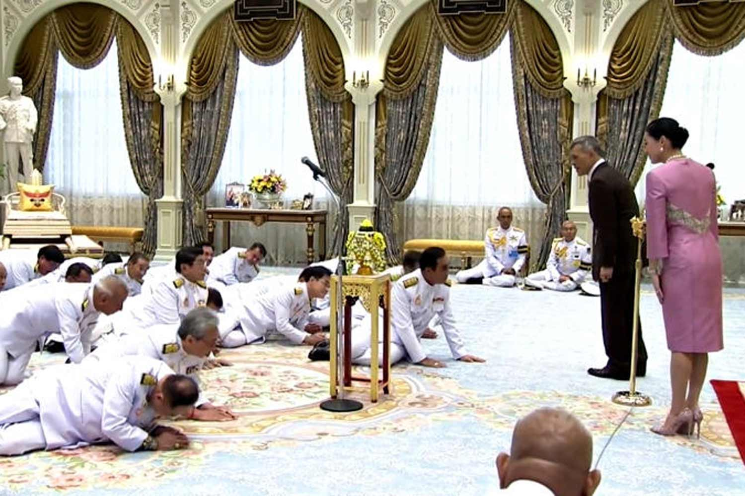 His Majesty the King gives an address to 36 cabinet ministers led by Prime Minister Prayut Chan-o-cha after they took an oath of office during the swearing-in ceremony at the Ambara Villa in the Dusit Palace on July 16. His Majesty was accompanied by Her Majesty the Queen. (TV Pool screen capture)
