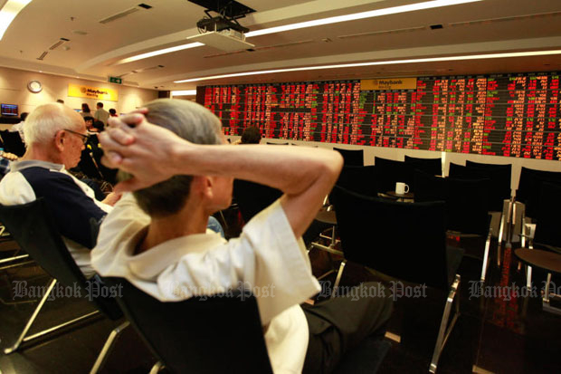 The Stock Exchange of Thailand index on Monday plunges by 23.95 points or -1.45% to end the day at 1,622.73 points. (Bangkok Post file photo)