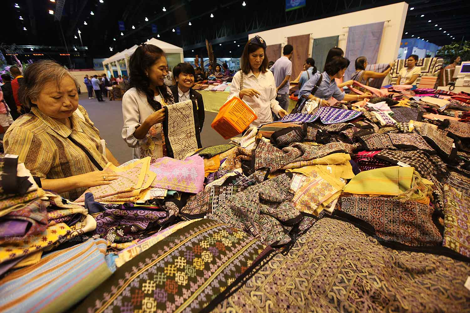 Commerce Minister vows to ramp up export. (Bangkok Post file photo)