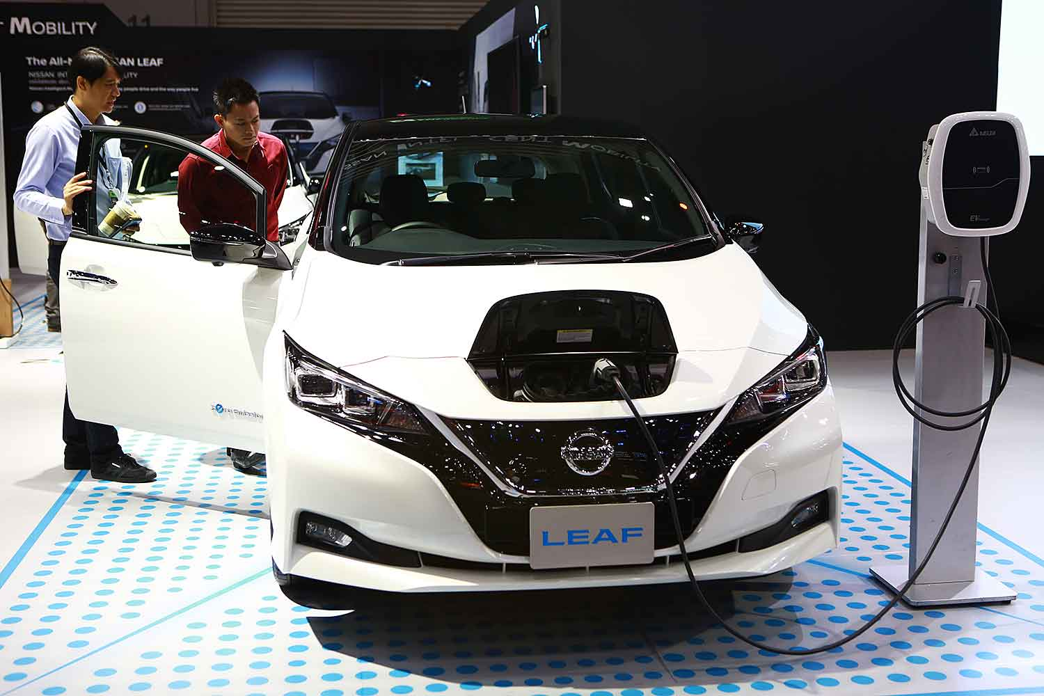 Potential buyers peruse the Nissan Leaf, a battery-powered EV. The EVAT proposed eight actions to promote the EV market, including a personal income tax break for buyers. (Photo by Somchai Poomlard)