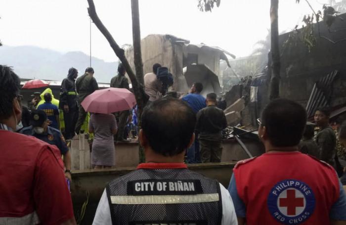 New Zealand couple among 9 dead in Philippine lightplane crash