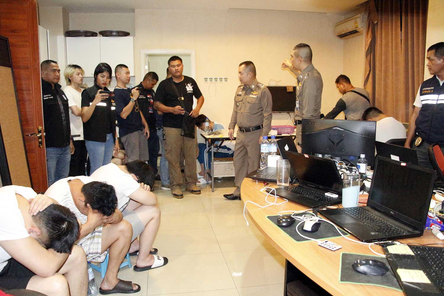Police raid three rooms in a Pattaya condominium building in Chon Buri on Tuesday night and find 19 Chinese nationals, men and women, running an online gambling operation. (Photo by Chaiyot Pupattanapong)