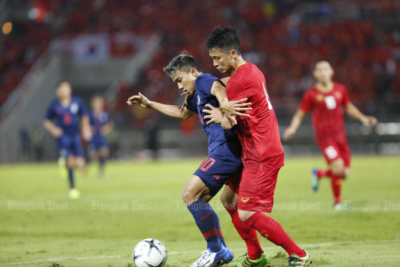 Playmaker Chanathip Songkrasin is in action during the match between Thailand and Vietnam at Thammasat University Stadium on Thursday. (Photo by Pattarapong Chatpattarasill)