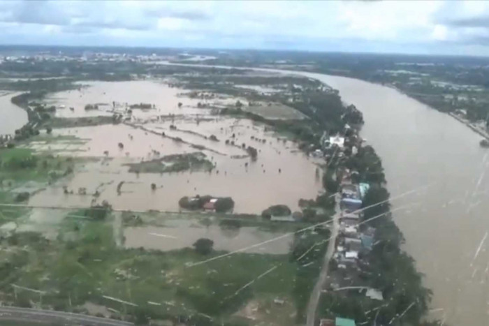 12 provinces remain under water
