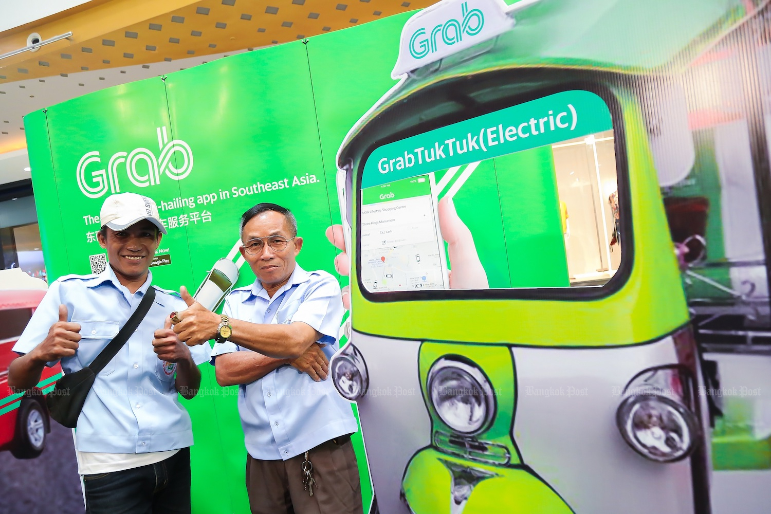 The regional ride-hailing market leader Grab launched electric tuk tuk booking in Chiang Mai in June. (Post File Photo)