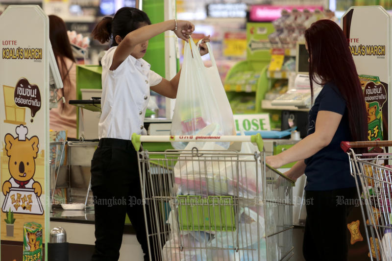 Giant retailers, plastic manufacturing titans, and department stores reach an agreement on Friday to stop handing out single-use plastic bags to customers starting early next year. (Photo by Patipat Janthong)