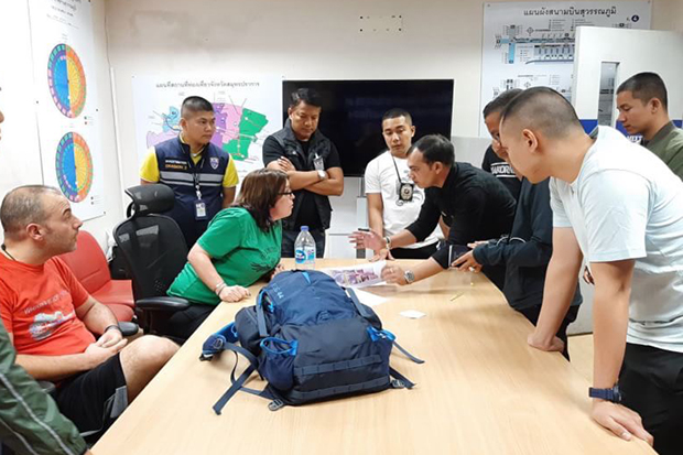 Suvarnabhumi airport police show Heather Leslie Berg the evidence after the Canadian was arreted on Monday for stealing people's luggage at Suvarnabhumi airport. (Photo by  Sutthiwit Chayutvorakan)