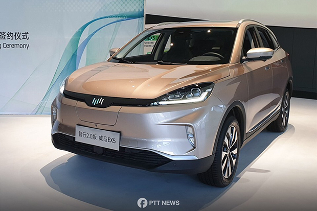 An electric vehicle manufactured by WM Motors, a Chinese firm that will team up with PTT Plc to build EVs in Thailand. (Photo from @PTTNews Facebook account)