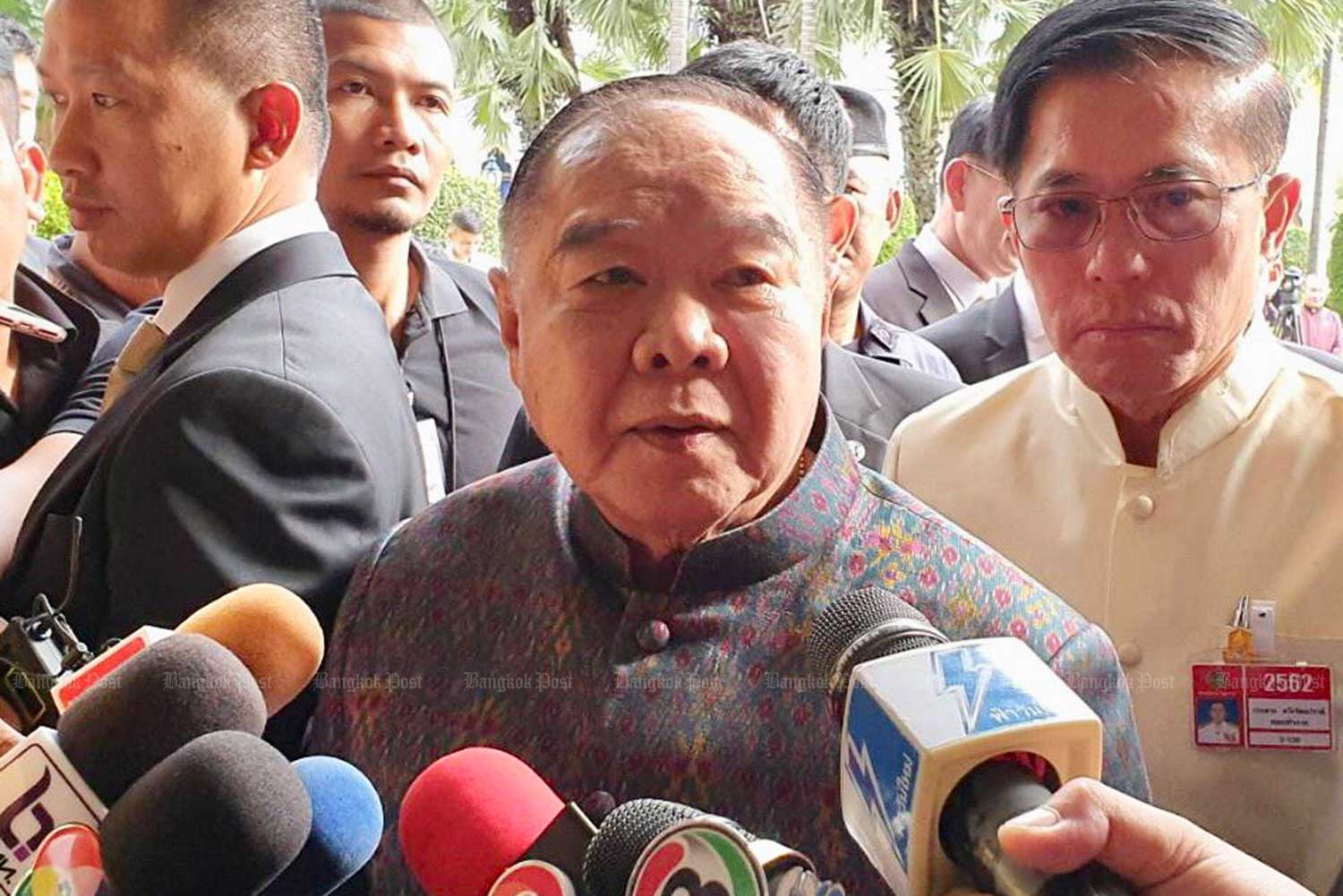 Deputy Prime Minister Prawit Wongsuwon says the news report of Deputy Agriculture Minister Thammanat Prompao's time in an Australian jail for heroin smuggling is an individual matter he must handle himself, and will not affect the government. (Photo by Wassana Nanuam)