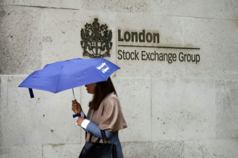 The Hong Kong Stock Exchange has made a blockbuster bid for the London Stock Exchange Group equivalent to 1.2 trillion baht.