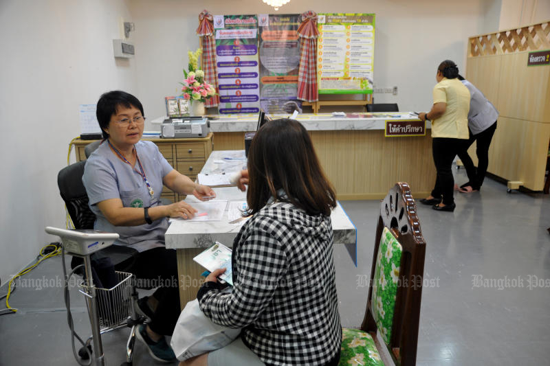 The government is set to categorise private hospitals based on their medicine and medical service charges so that patients can be informed of prices before they receive services. (Photo by Prasit Tangprasert)