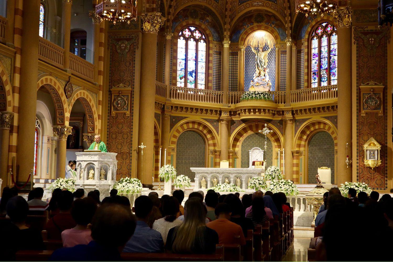Catholic churchgoers attend a Mass in Bangkok on Sept 8. (AP photo)