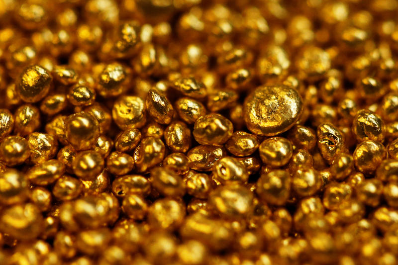 Gold granulate is seen at a plant of gold refiner and bar manufacturer Valcambi SA in the southern Swiss town of Balerna Dec 20, 2012. (Reuters file photo)