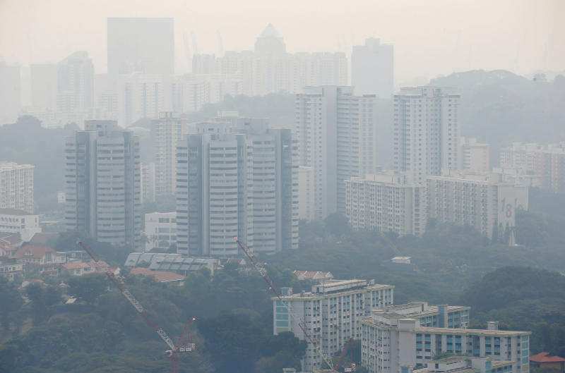 Public housing apartment blocks are shrouded by haze in Singapore Sept 13, 2019. (Reuters file photo)