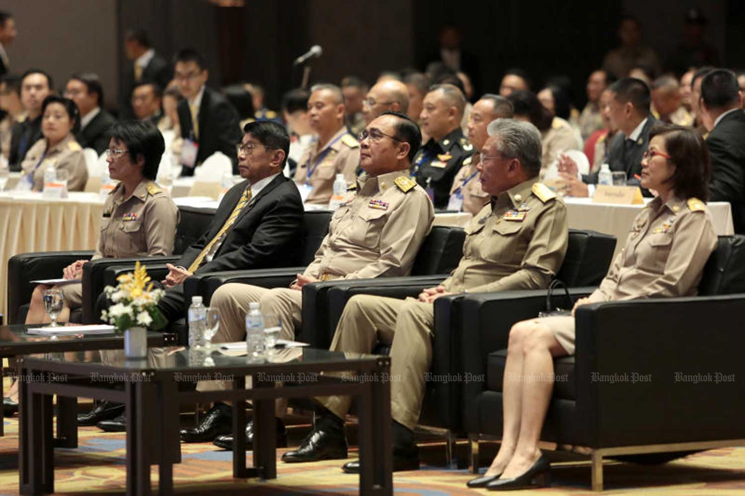 Prime Minister Prayut Chan-o-cha, centre, presides over a seminar on the implementation of national strategies in Nonthaburi province on Monday. (Photo by Chanat Katanyu)