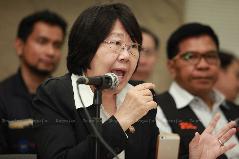 Former senator Rosana Tositrakul speaks at a forum against the petroleum bill in March 2017. (Bangkok Post file photo)