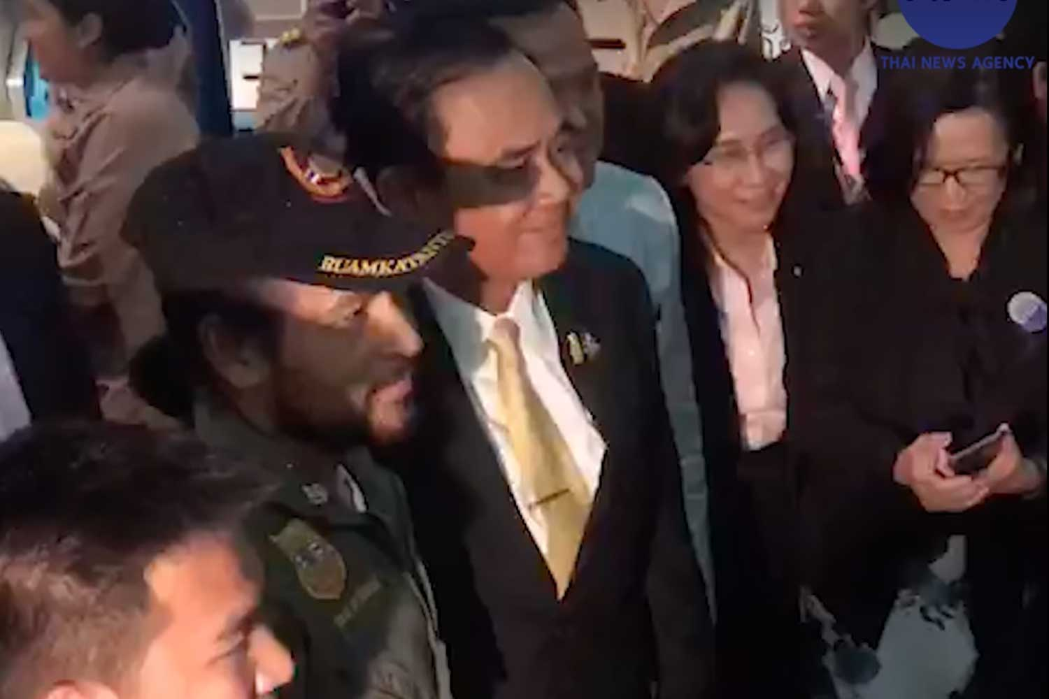 Actor Bin Bunluerit, second from left, with Prime Minister Prayut Chan-o-cha, third from left, after the government's public appeal for donations for flood victims at TV Channel 9 in Bangkok on Tuesday night. (Screenshot from Thai News Agency)