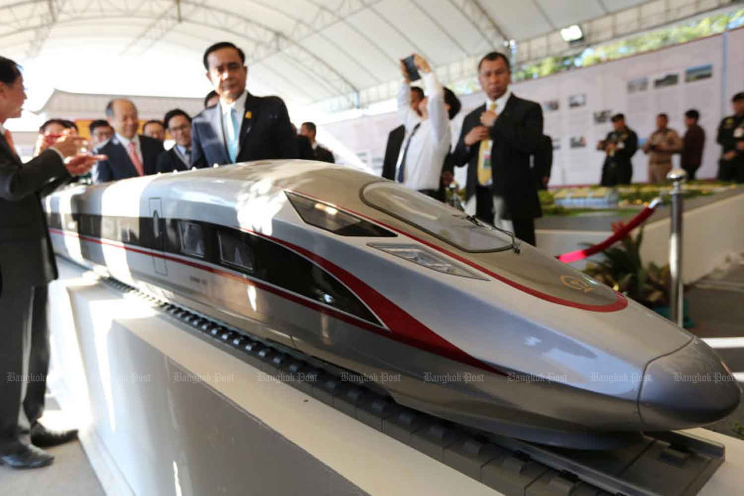 The Transport Ministry will hold contract talks with China for the joint high-speed railway project during the Asean Summit in November. (Bangkok Post photo)