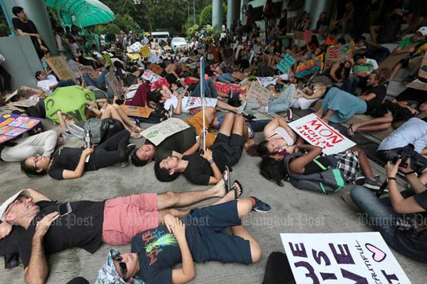 Young environmental activists play dead as they participate in a Global Strike 4 Climate rally at the Natural Resources and Environment Ministry on Friday. (Photo by Chanat Katanyu)