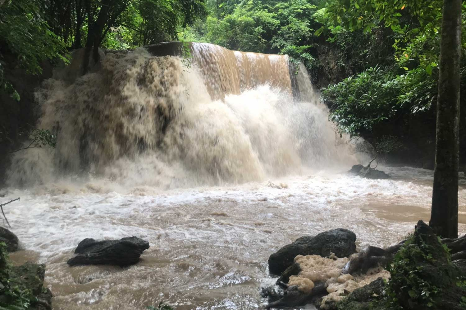Huay Mae Khamin waterfall in Sri Sawat district of Kanchanaburi remains open to visitors but off-limits for swimming because of heavy runoff. (Photo by Piyarat Chongcharoen)