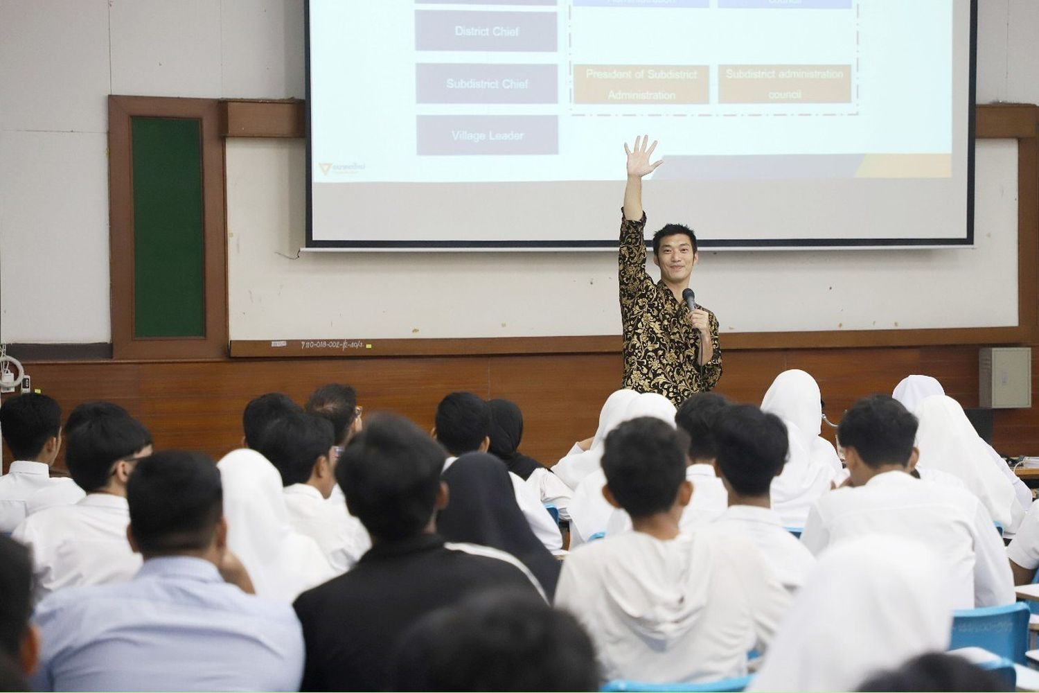 Future Forward Party leader Thanathorn Juangroongruangkit delivers a guest lecture at the Pattani campus of Prince of Songkla University on Sept 11. (Photo from Thanathorn Juangroongruangkit Facebook page)
