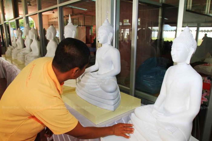 Prisoners sculpt Buddha to find new path