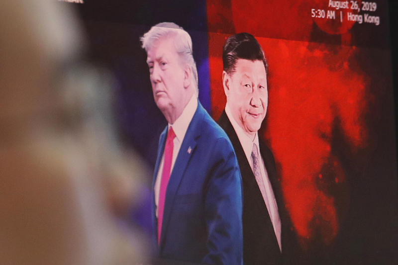 A computer screen shows images of Chinese President Xi Jinping and US President Donald Trump at the foreign exchange dealing room of the KEB Hana Bank headquarters in Seoul on Sept 13, 2019. (AP photo)