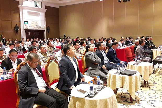Traders and officials join a workshop on countering counterfeit products organised by the Thai emmbassy, the Thai Business Council in Cambodia and the Cambodia Counter Counterfeit Committee in Phnom Penh on Thursday. (Photo from Thai embassy in Cambodia Facebook account)