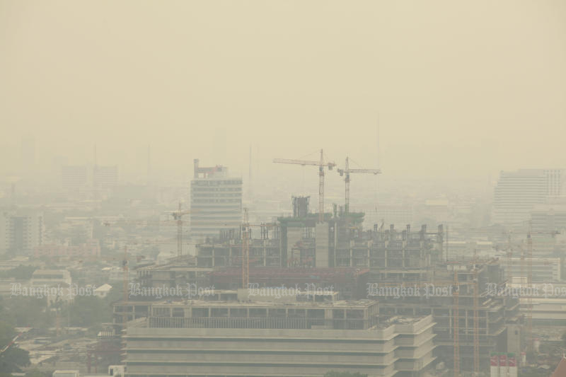 A cloud of ultra-fine dust particles known as PM2.5 has returned to Bangkok due to cooler temperatures. (Bangkok Post file photo)