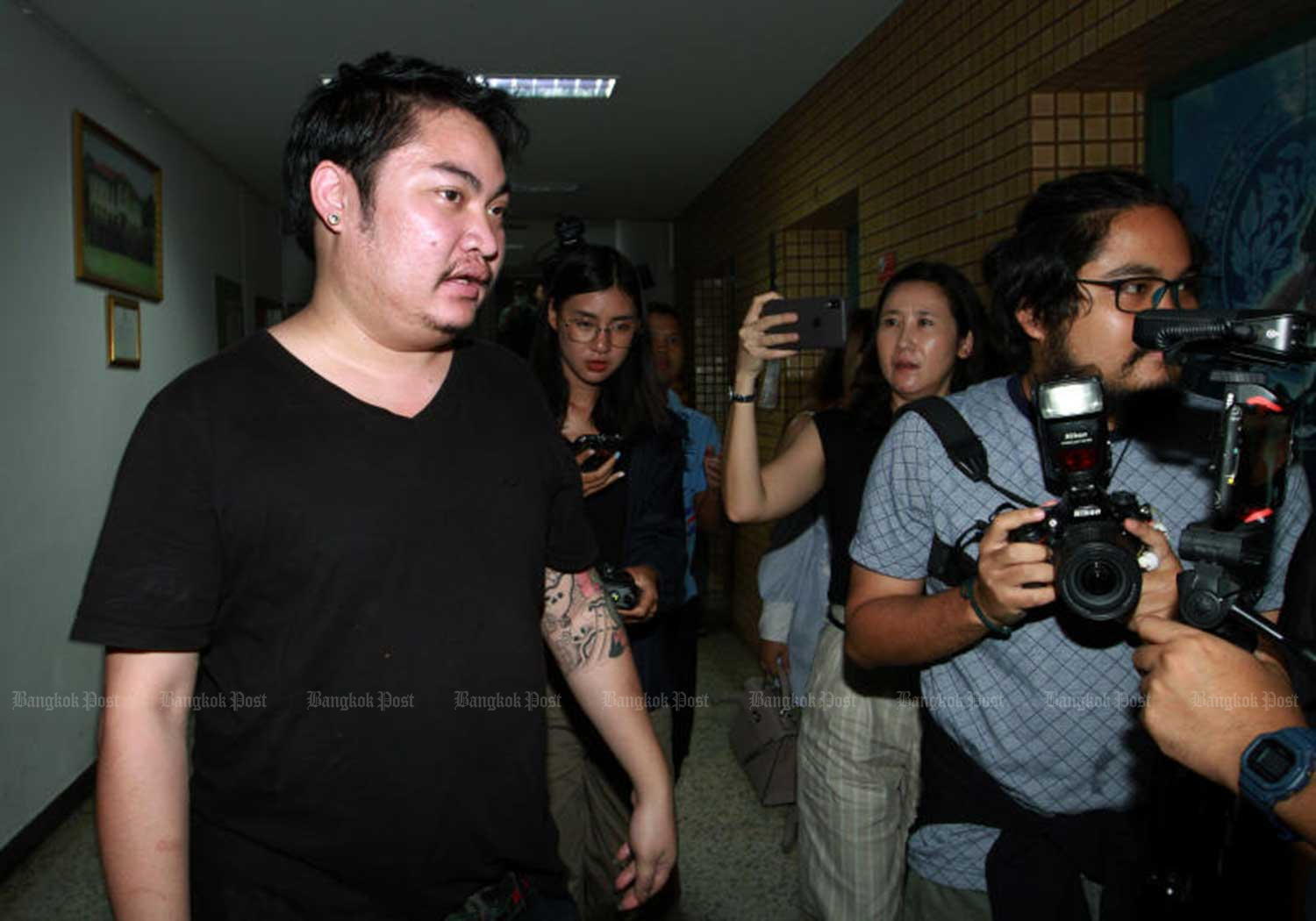 Chaiyaphon Panna, owner of the Bang Bua Thong house in Nonthaburi province, arrives at Bukkhalo police station on Sept 23, to give a statement. Young product presenter Lunlabelle, hired to serve drinks at his party on Sept 16, was later found dead at a Bangkok condominium. (File photo)